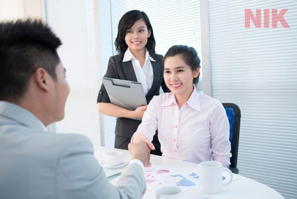Nhân viên môi giới bất động sản phải tư vấn khách hàng